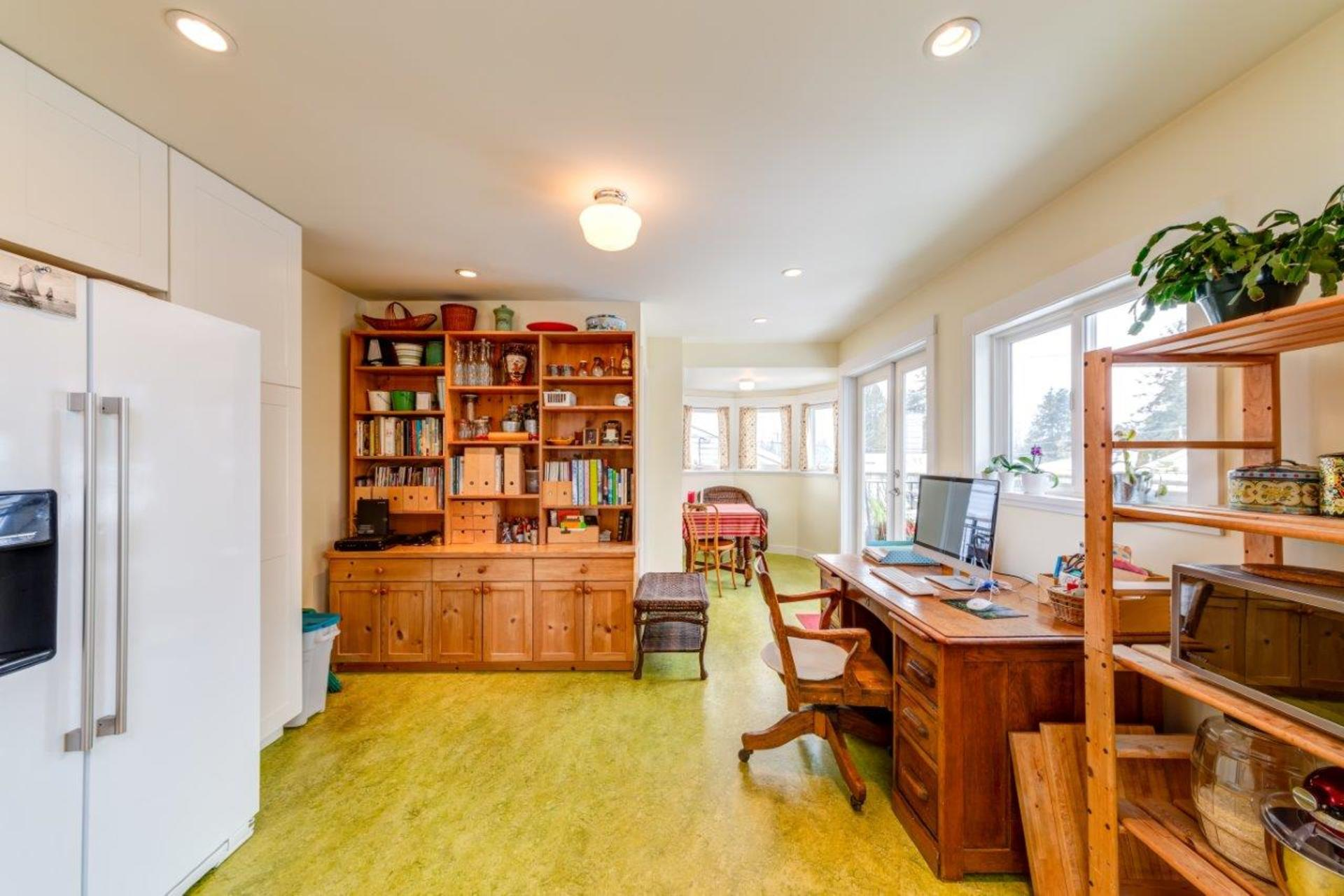 348w25-37 at 348 West 25th Street, Upper Lonsdale, North Vancouver