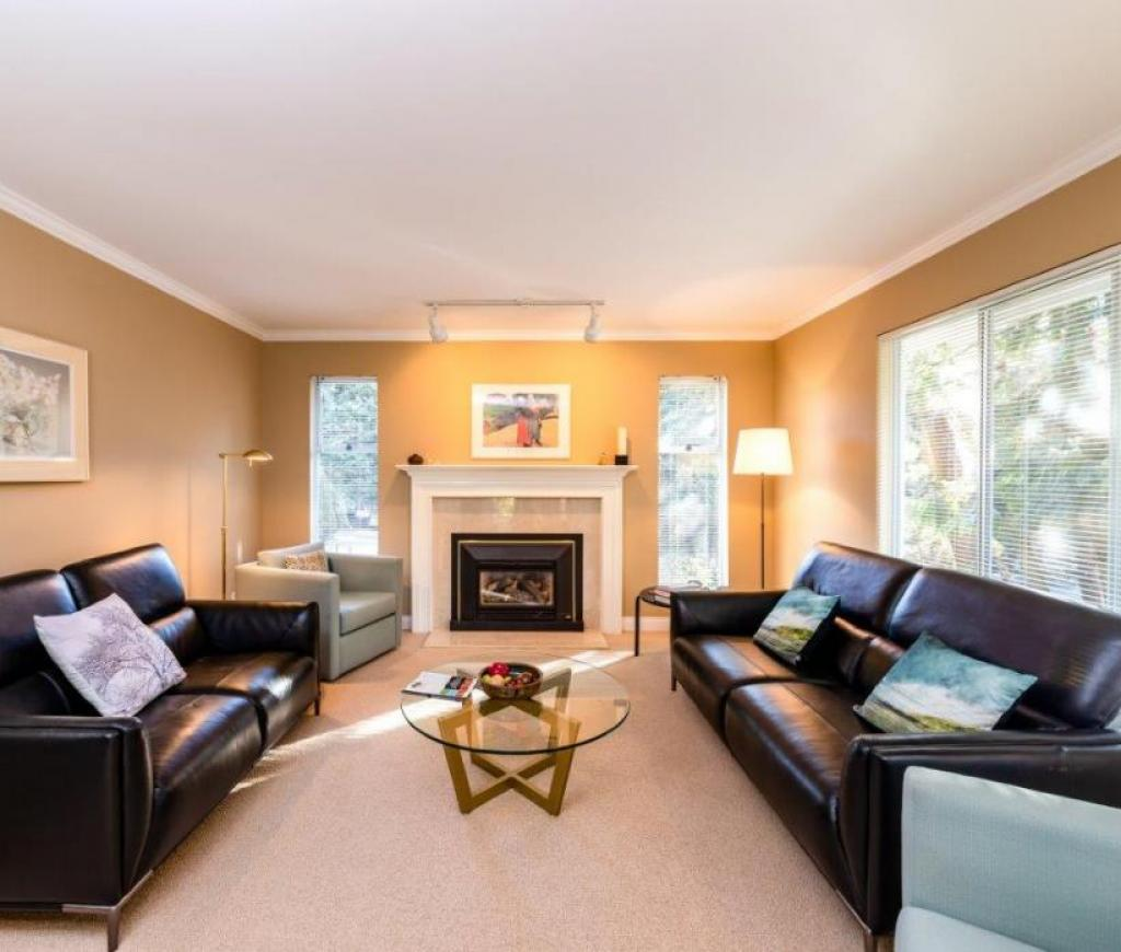 1006 Montroyal Boulevard, Canyon Heights NV, North Vancouver 2