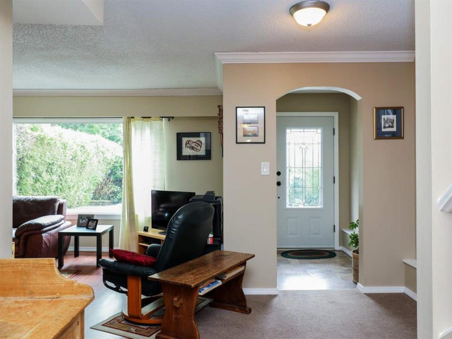 262161026-1 at 514 West 28th Street, Upper Lonsdale, North Vancouver