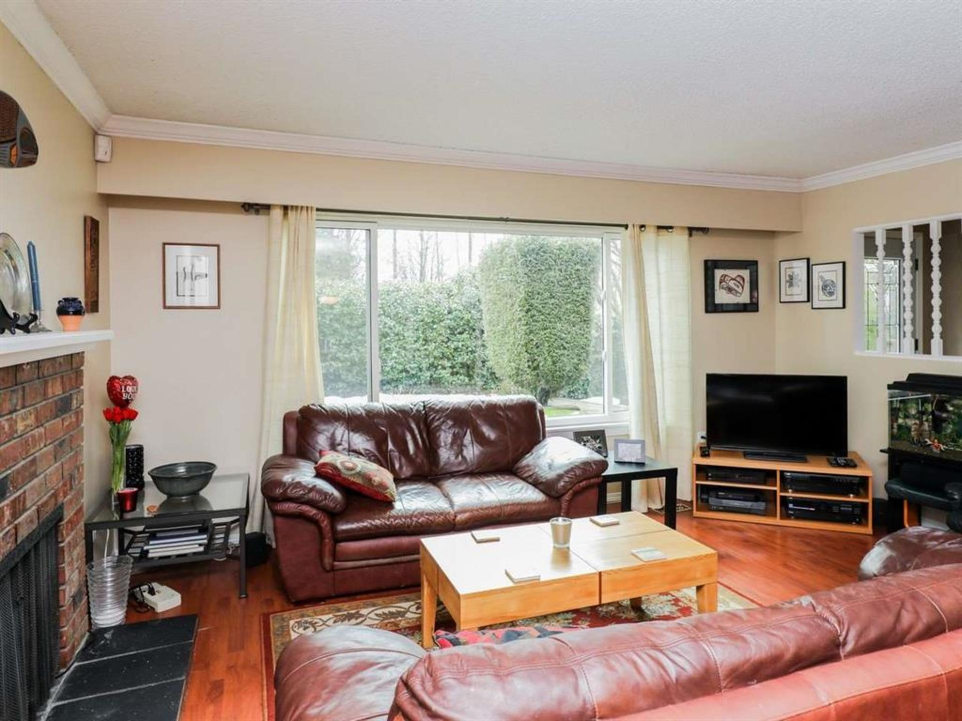262161026-3 at 514 West 28th Street, Upper Lonsdale, North Vancouver