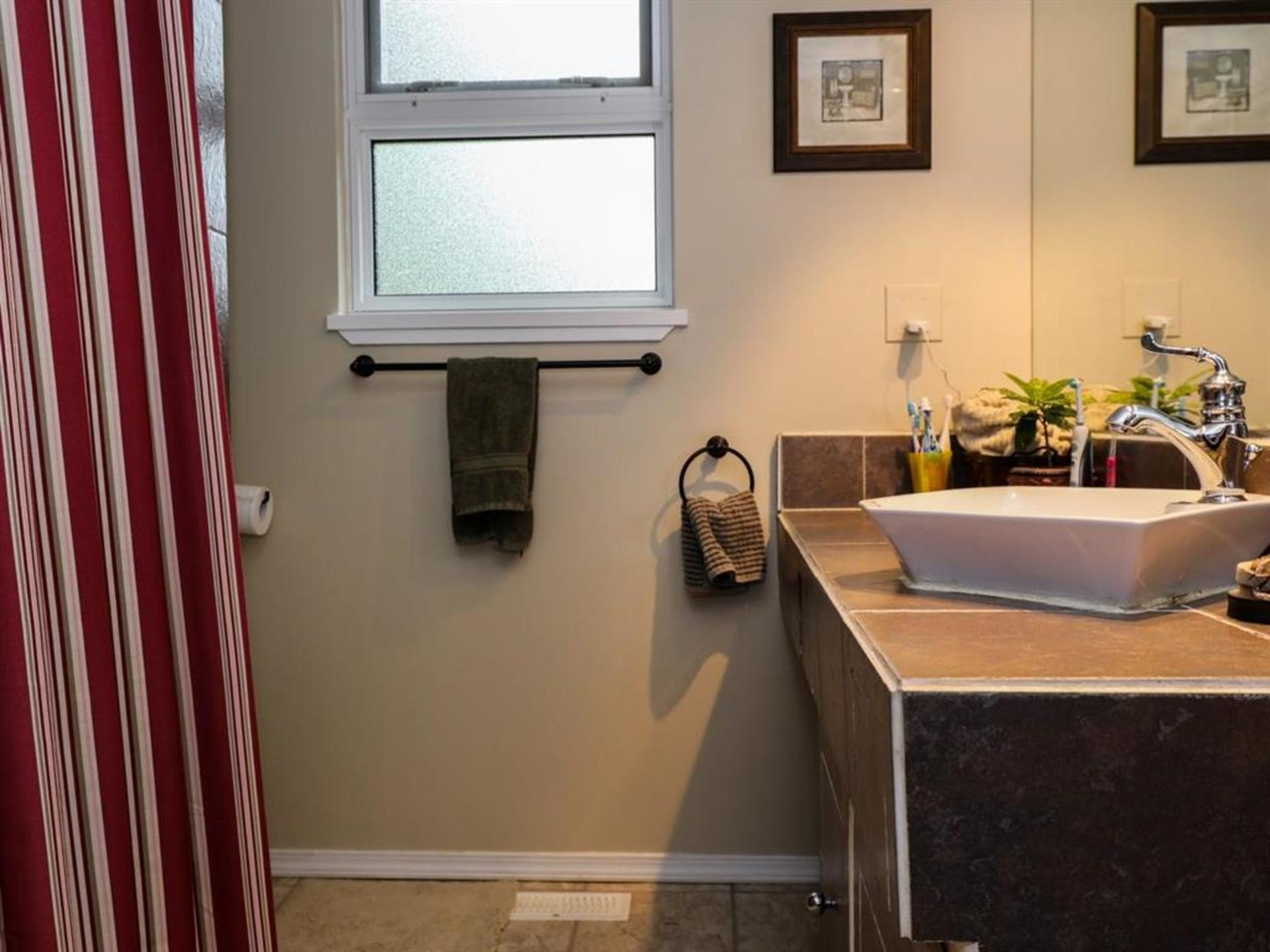 262161026-9 at 514 West 28th Street, Upper Lonsdale, North Vancouver