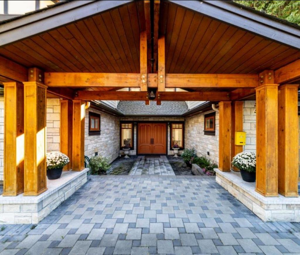 663 Montroyal Boulevard, Canyon Heights NV, North Vancouver 2