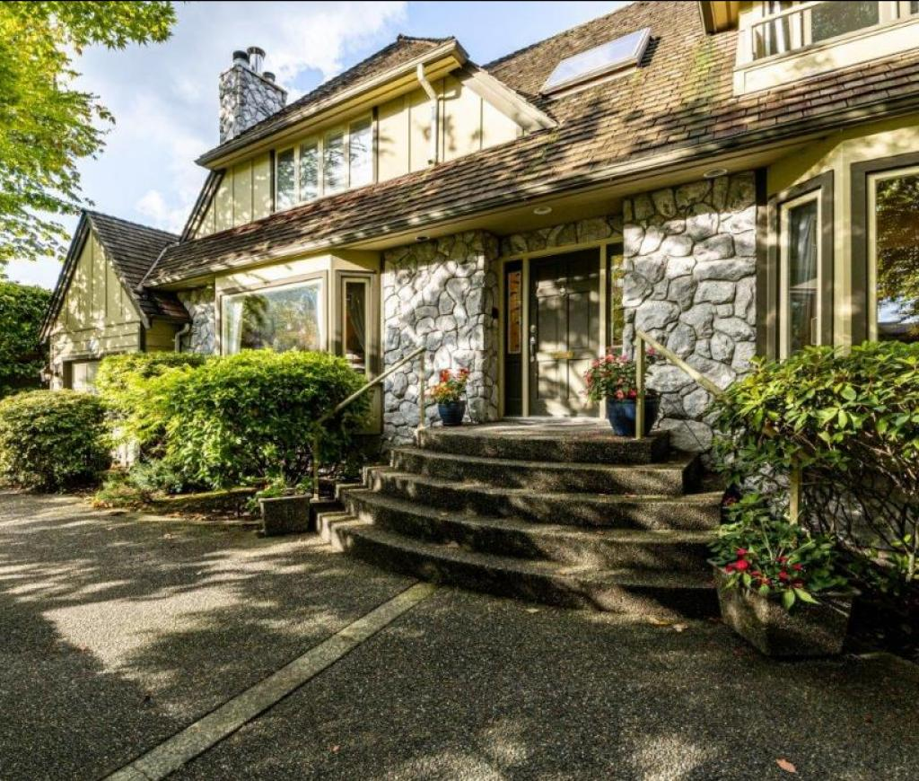 910 Belmont Avenue, Edgemont, North Vancouver 2