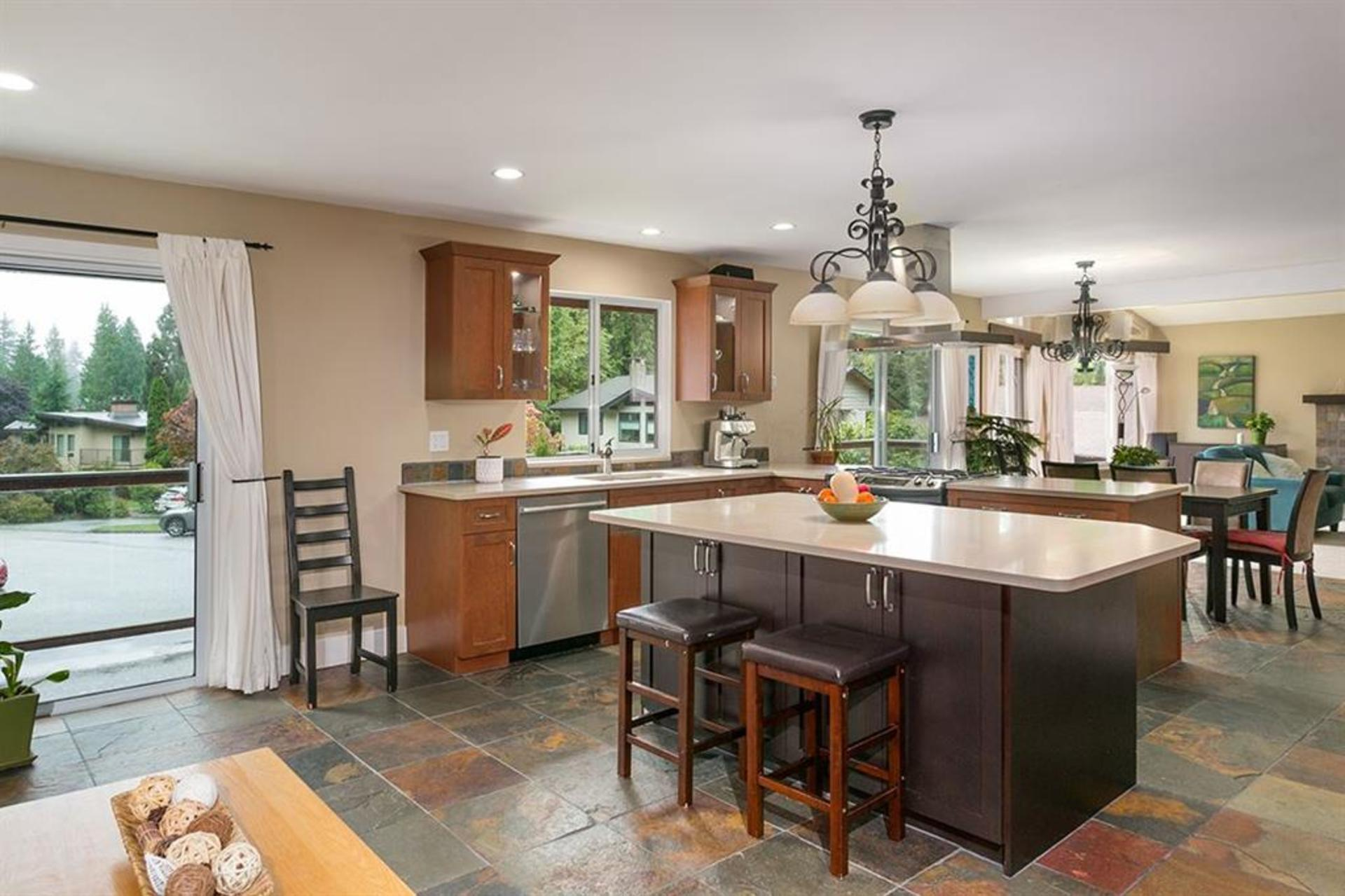 262429712-3 at 4549 Jerome Street, Lynn Valley, North Vancouver
