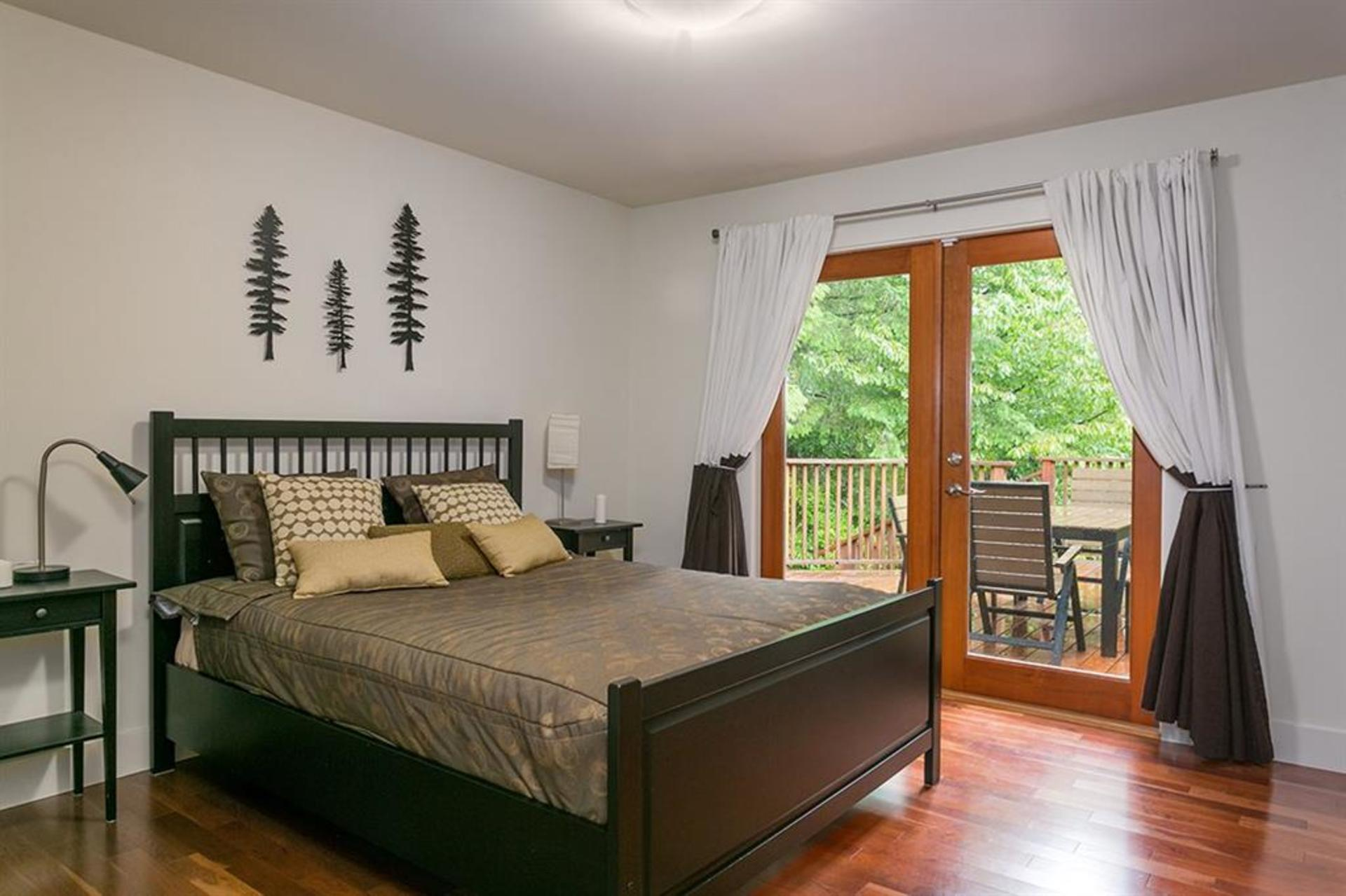 262429712-8 at 4549 Jerome Street, Lynn Valley, North Vancouver