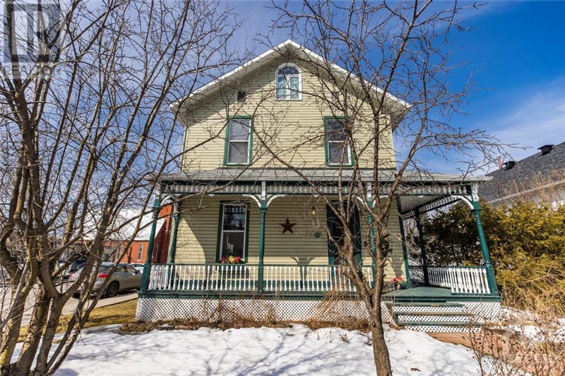 107 Lake Avenue W, Carleton Place