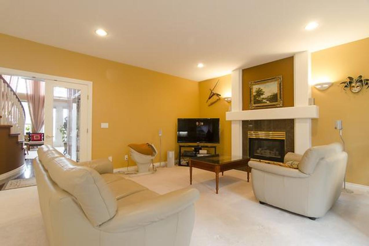Family Room at 1559 Topaz Court, Westwood Plateau, Coquitlam