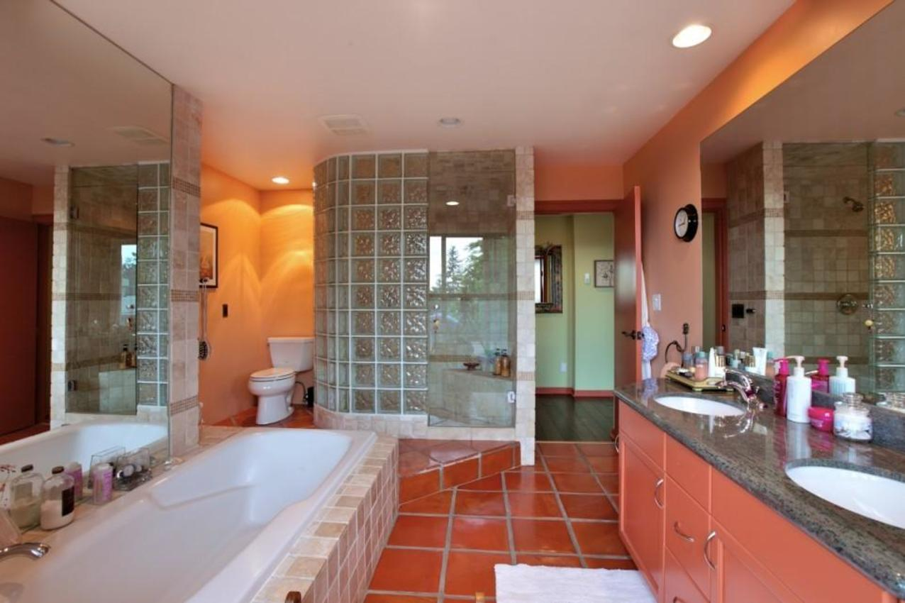 Master Bathroom at 2927 Altamont Crescent, Altamont, West Vancouver