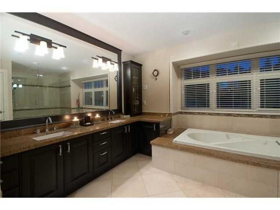 Master Bathroom at 760 Eyremount Drive, British Properties, West Vancouver