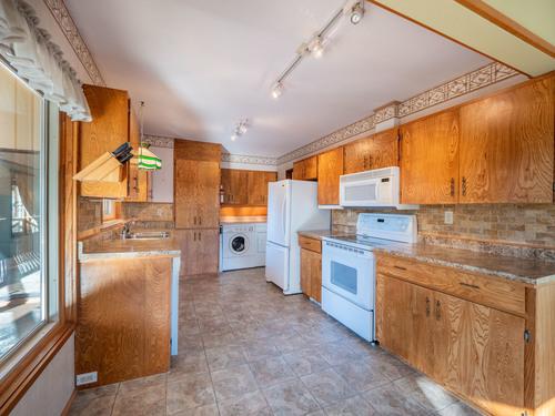 4-kitchen-pg9d7137-hdr at 4247 Francis Peninsula Road, Pender Harbour Egmont, Sunshine Coast