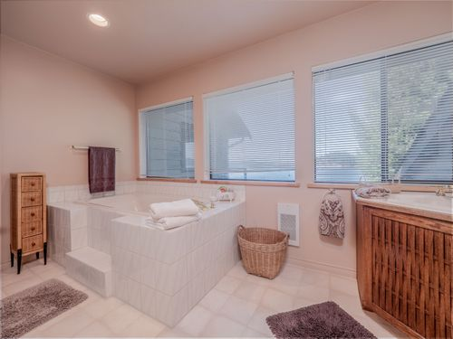bath-2 at 3941 Francis Peninsula Road, Pender Harbour Egmont, Sunshine Coast