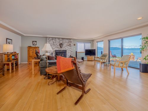 living-room at 3941 Francis Peninsula Road, Pender Harbour Egmont, Sunshine Coast