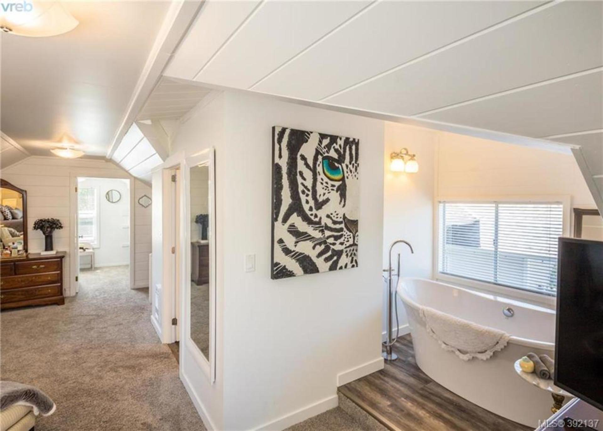Upper Suite With Ensuite Bathroom at 6435 Sooke Road, Sooke Vill Core, Sooke