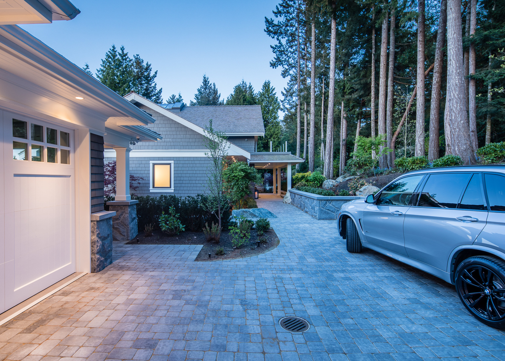 Driveway at 518 Lands End Road, Lands End, North Saanich