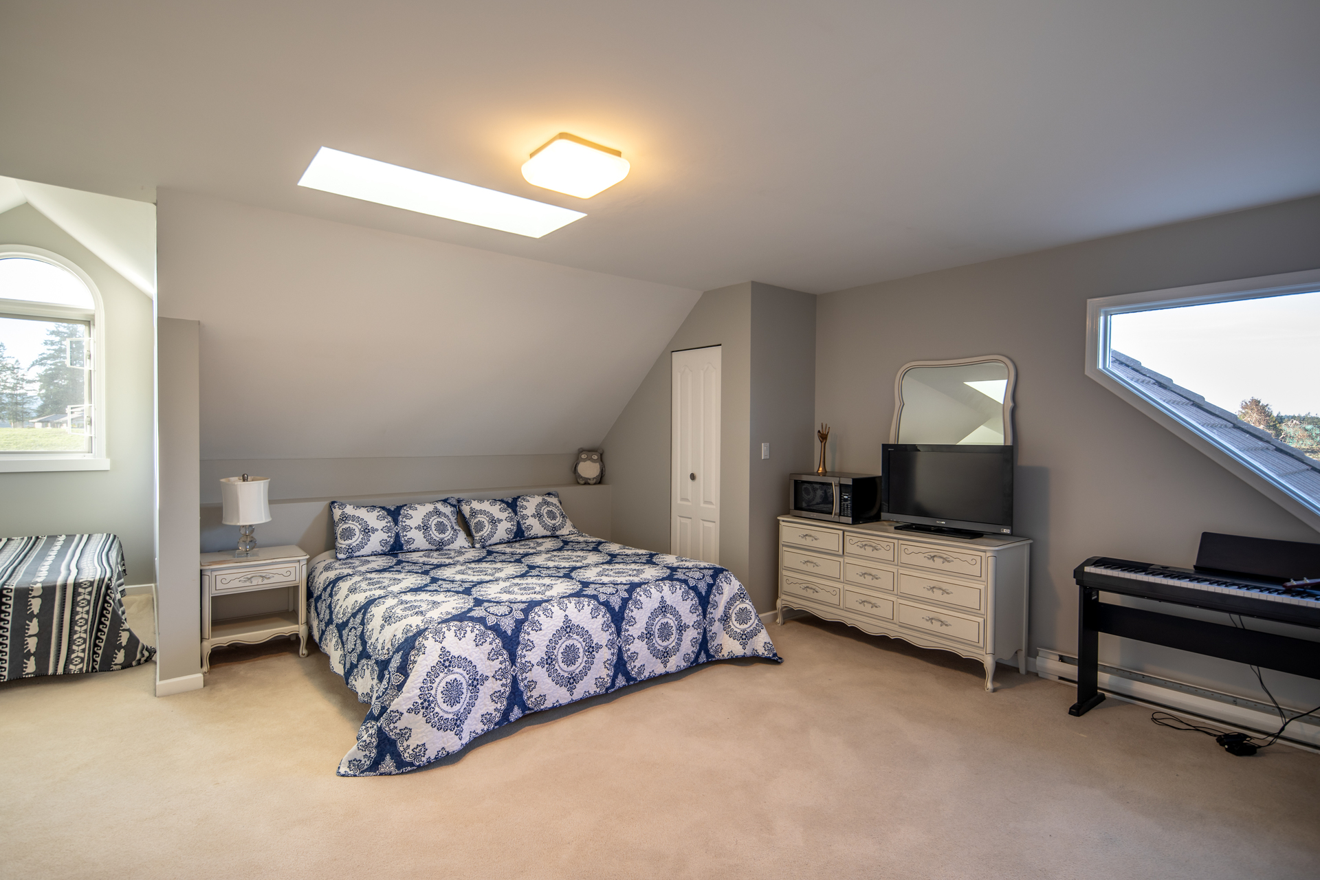 Guest Room at 1950 Highfield Road, Keating, Central Saanich