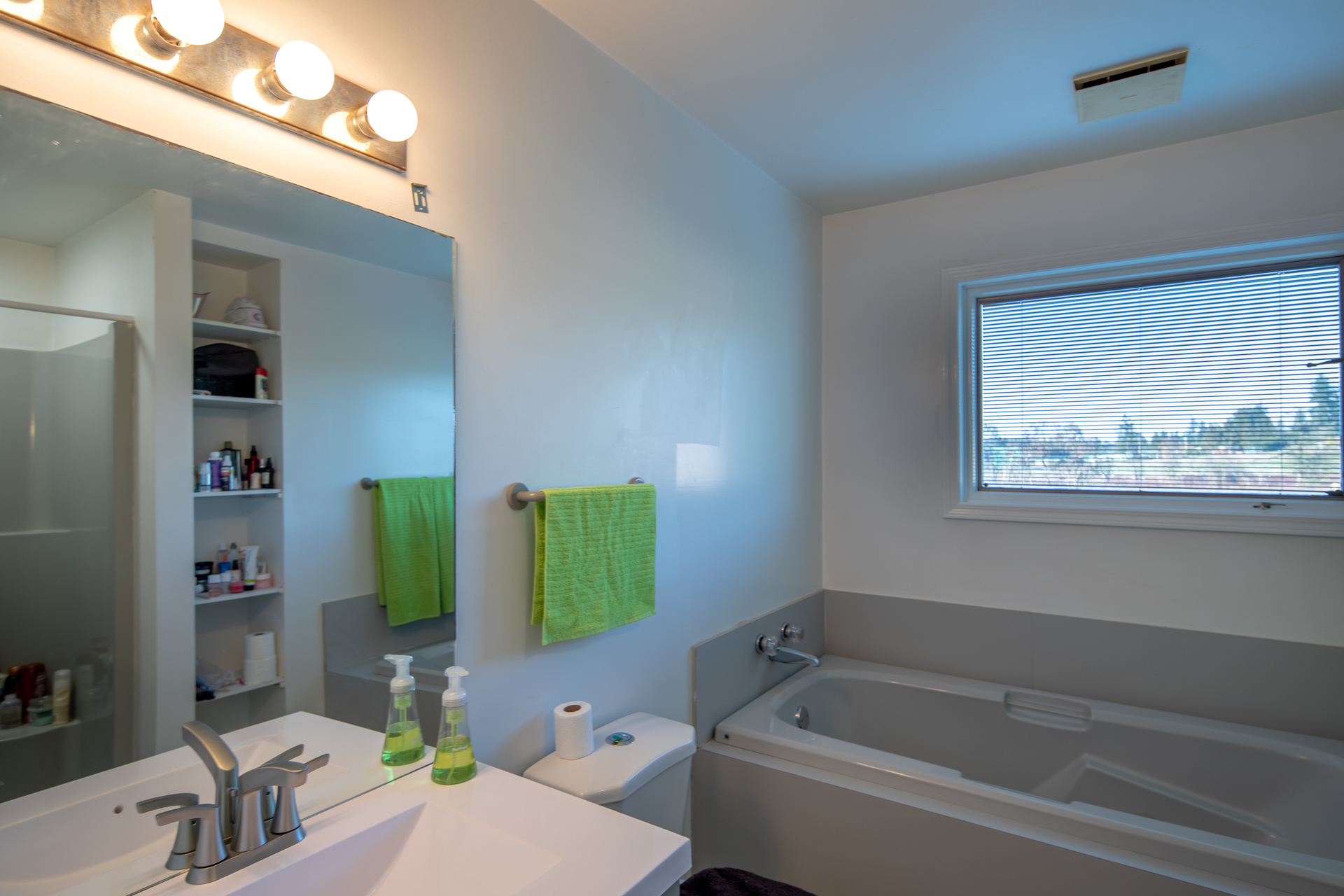 Guest Bathroom at 1950 Highfield Road, Keating, Central Saanich