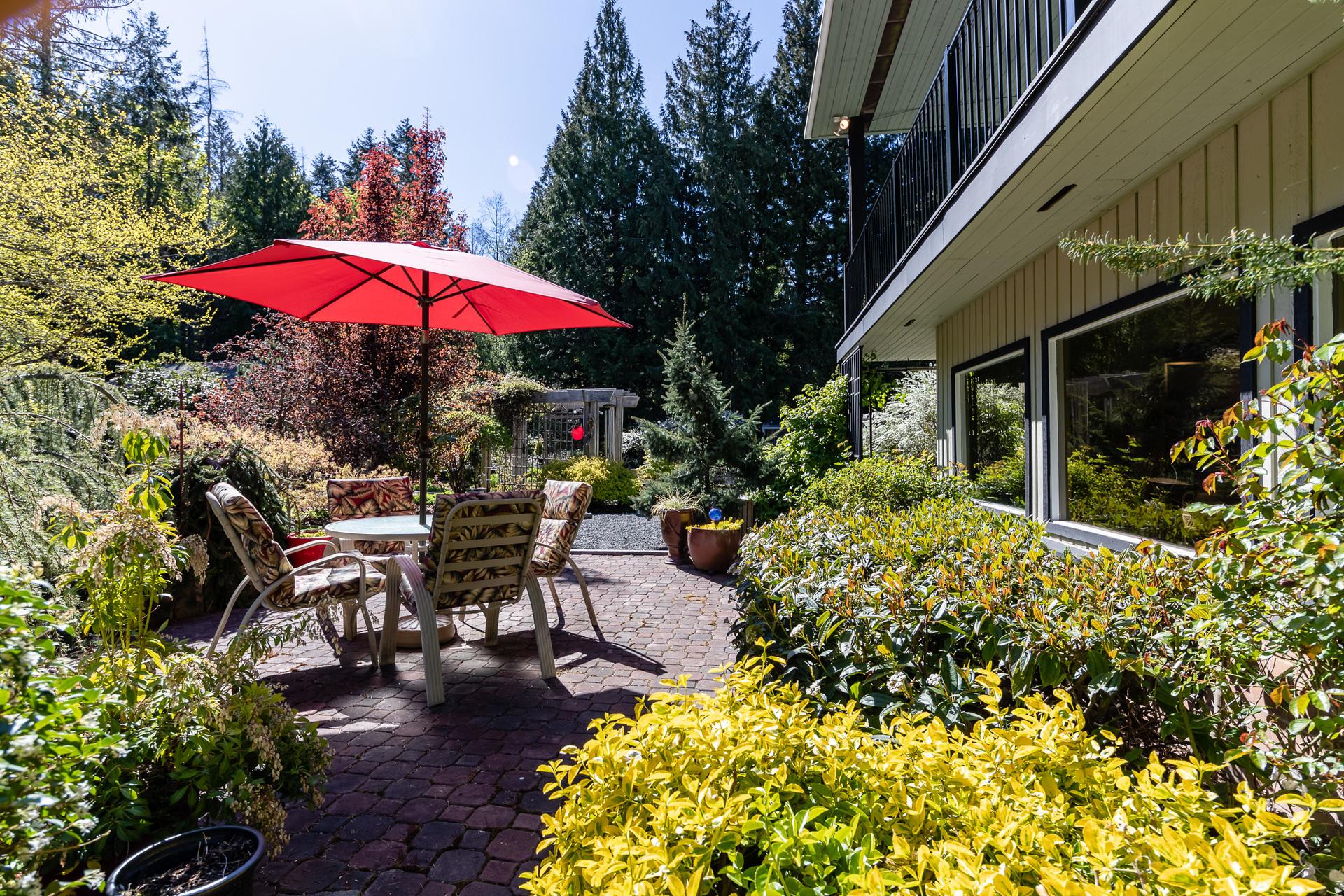 Front Courtyard at 5101 Island Highway West, Qualicum Beach, Zone 05 - Parksville/Qualicum