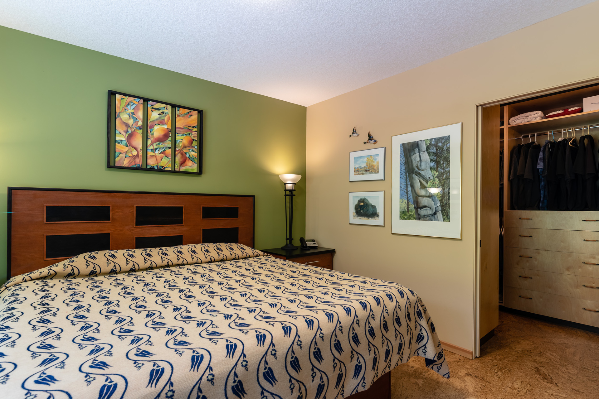 First Master Suite Bedroom With Walk-In Closet at 5101 Island Highway West, Qualicum Beach, Zone 05 - Parksville/Qualicum