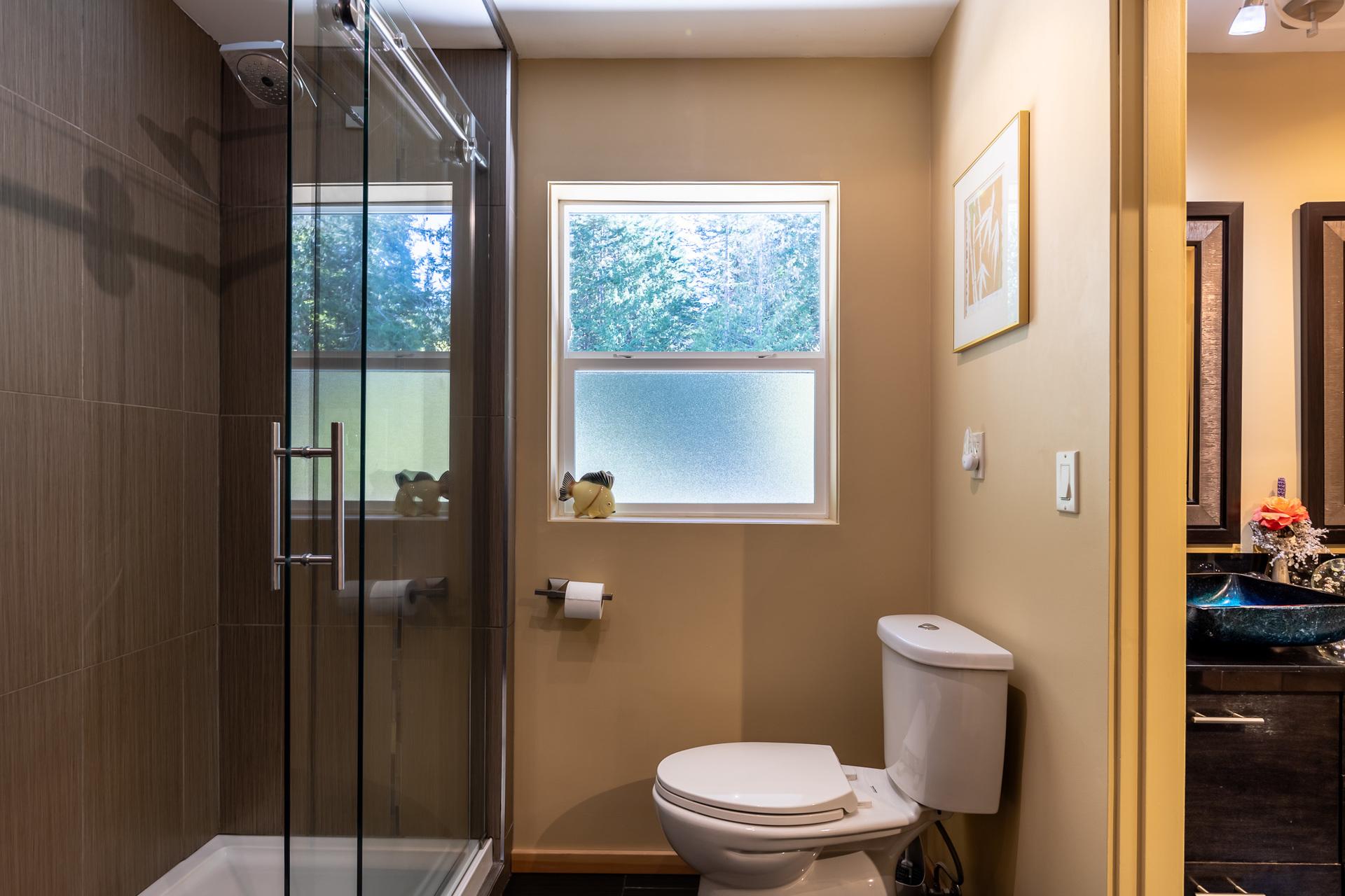 First Master Suite Bathroom at 5101 Island Highway West, Qualicum Beach, Zone 05 - Parksville/Qualicum