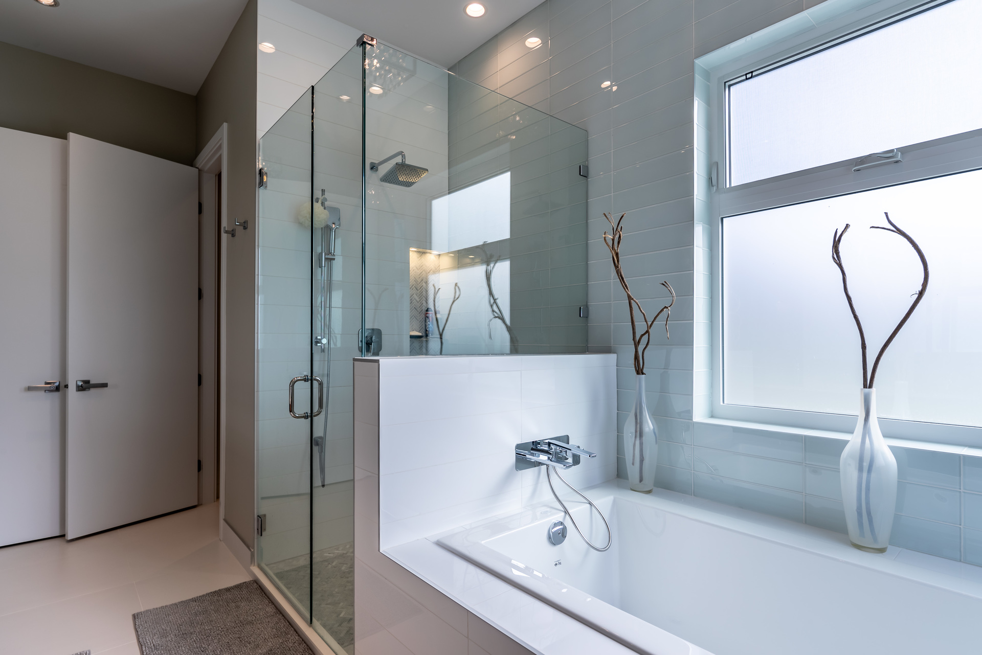 Ensuite Soaker Tub at 5101 Jagtar's Way, Prospect Lake, Saanich West