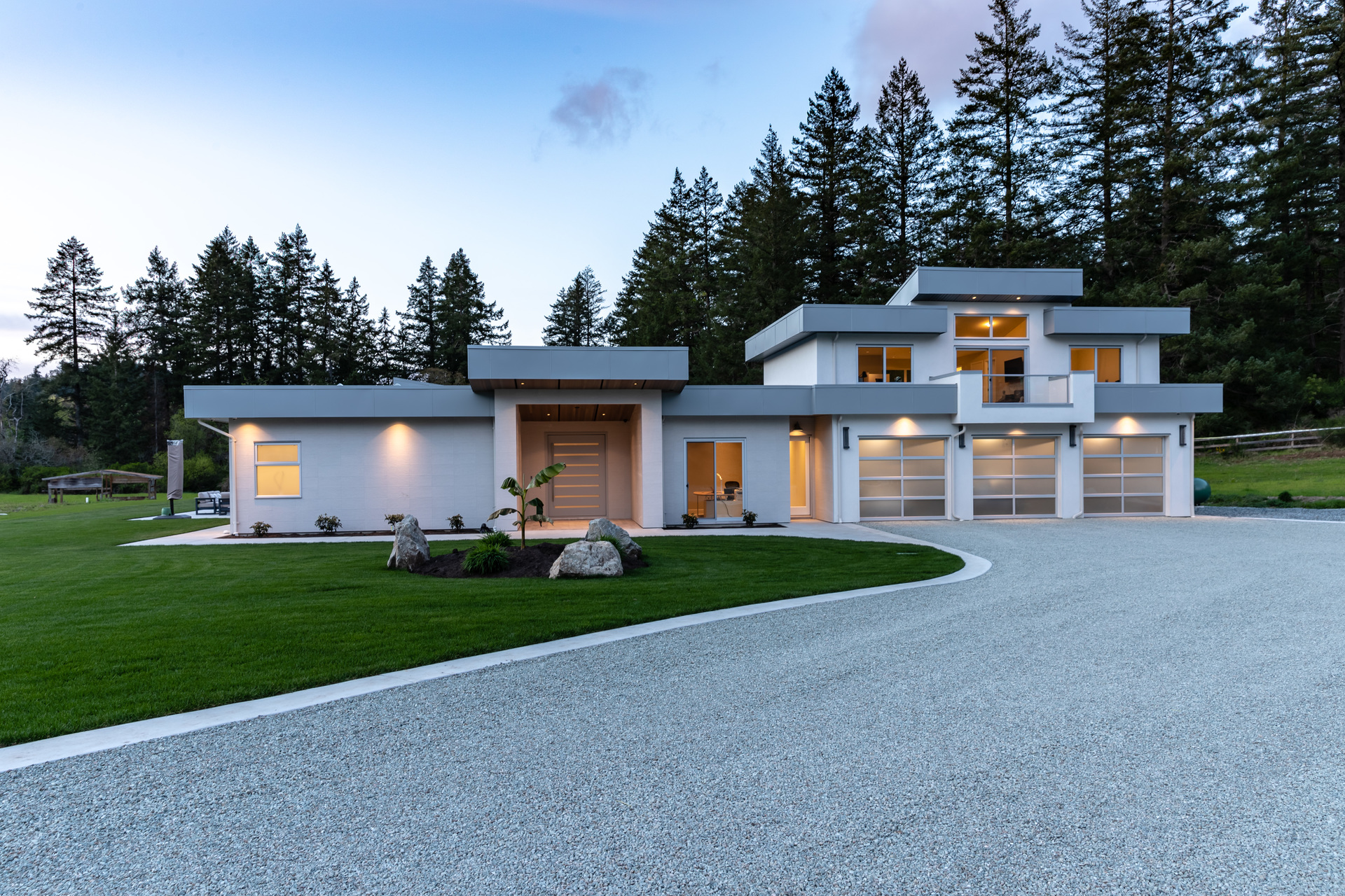 Creative Lighting at 5101 Jagtar's Way, Prospect Lake, Saanich West