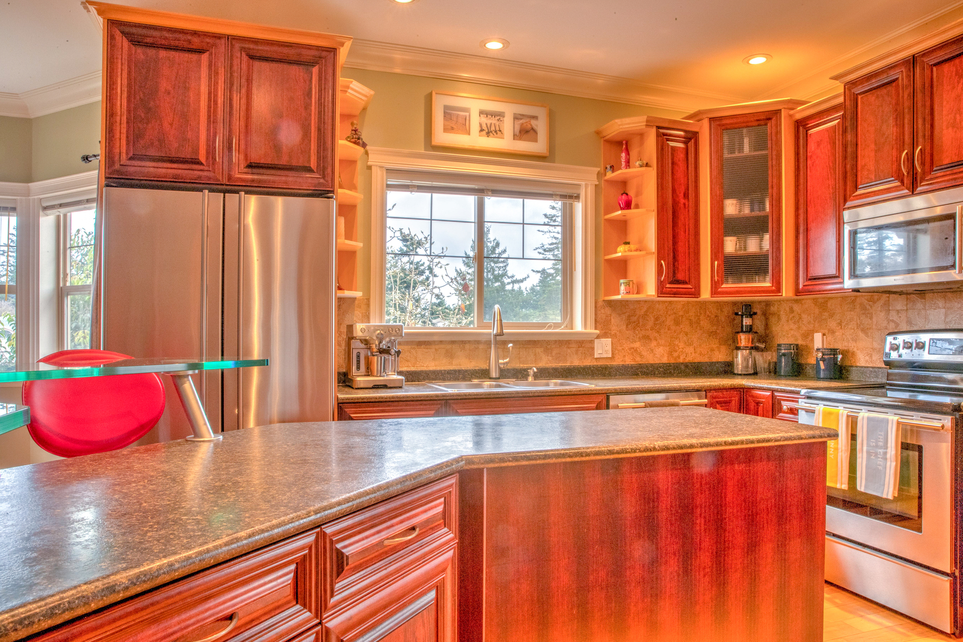 Open Concept Kitchen With Central Island at 2741 Cornerstone Terrace, Mill Hill, Langford