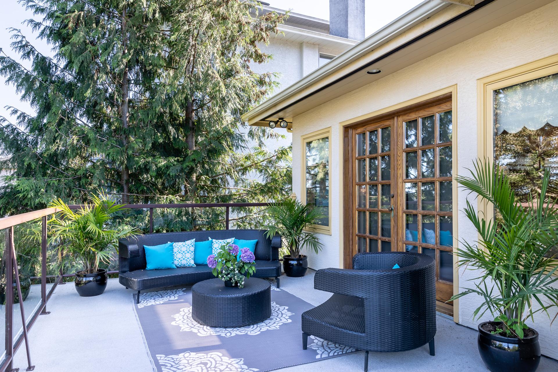 at 392 Crystalview Terrace, Victoria, Bc Bc,