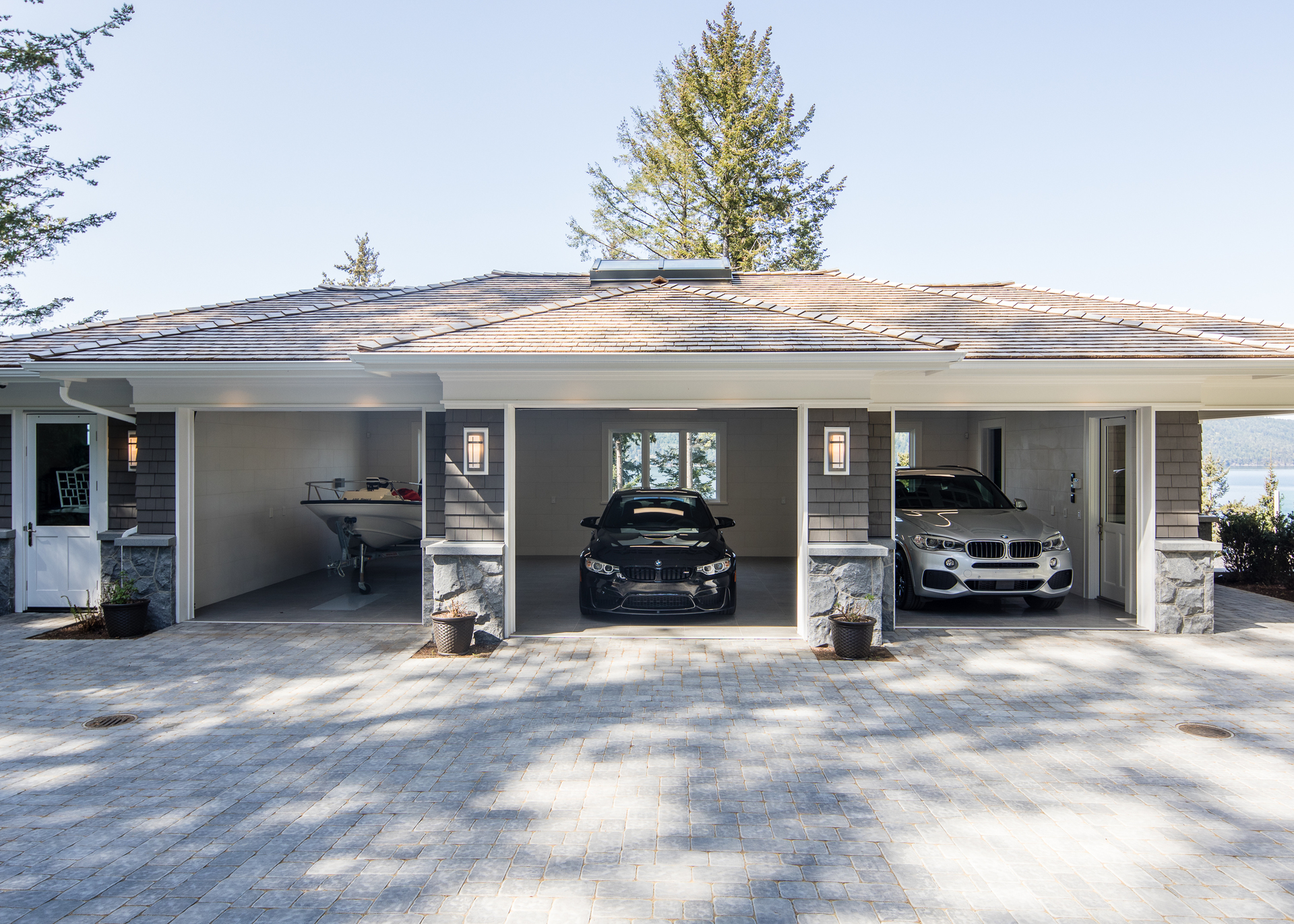 Triple Garage at 518 North Lands End Road, Saanich Saanich, Vancouver Island