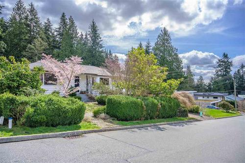 262377853-7 at 3750 Glenview Crescent, Edgemont, North Vancouver