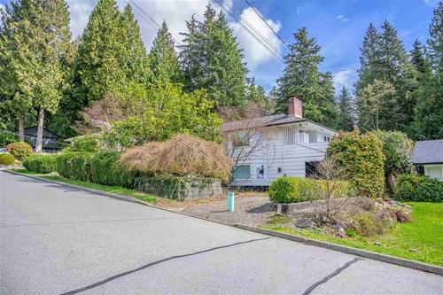 262377853-9 at 3750 Glenview Crescent, Edgemont, North Vancouver