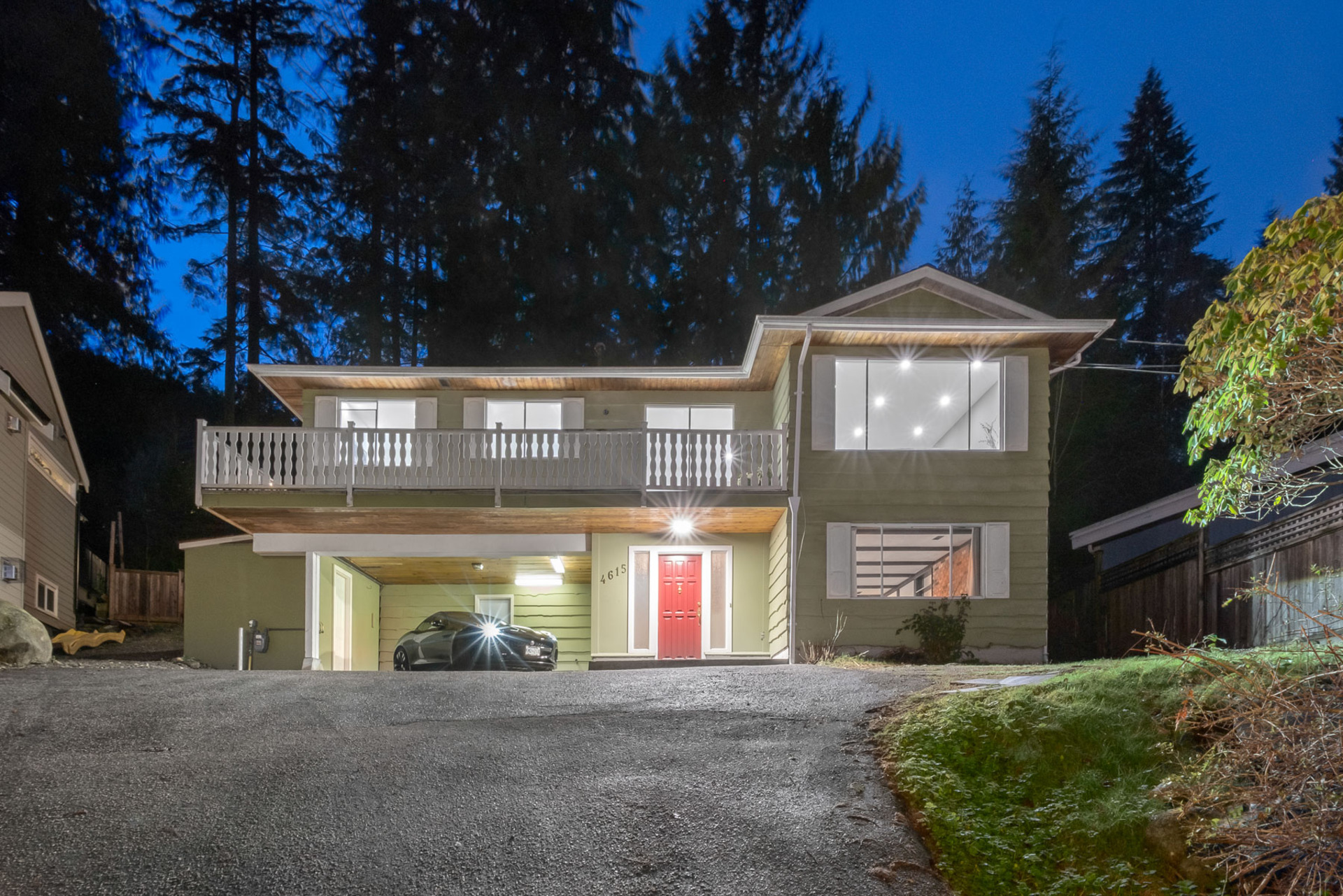 4615 Valley Road, Lynn Valley, North Vancouver 2