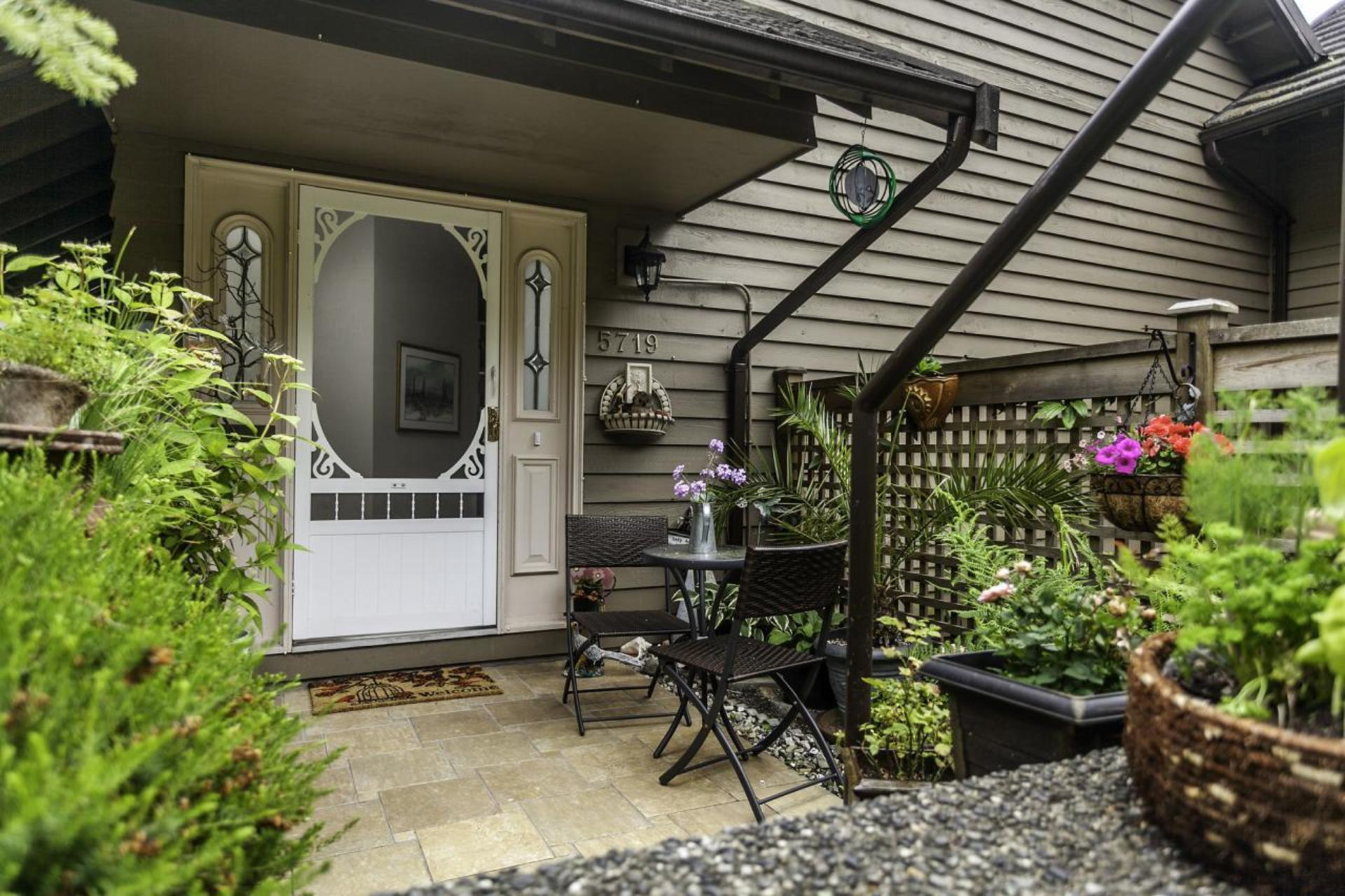 01 at 5719 Owl Court, Grouse Woods, North Vancouver