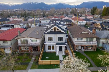 34 at 3439 E 24th Avenue, Renfrew Heights, Vancouver East