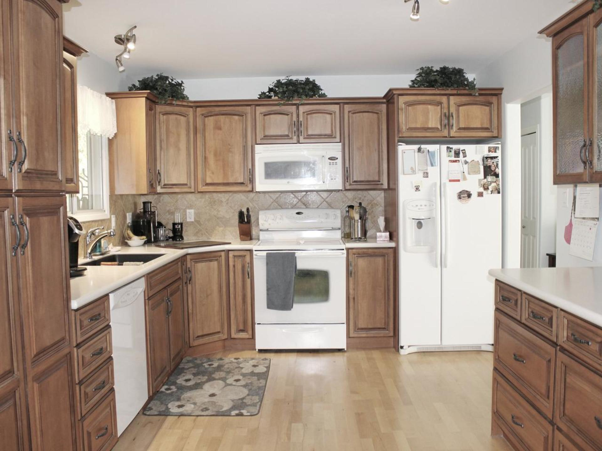 Kitchen at 114 Pineview Place, Wiltse/Valleyview, Penticton