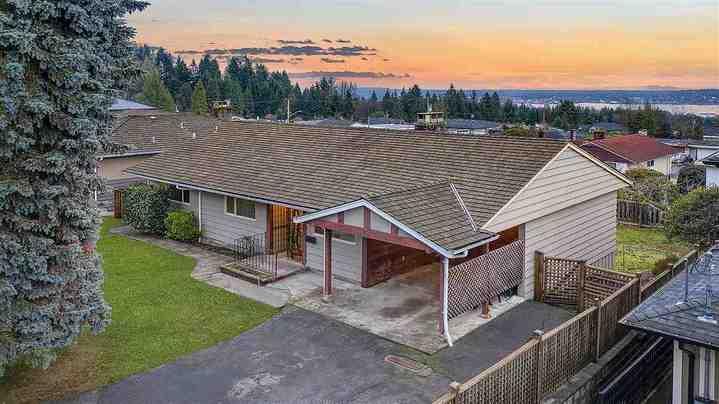 527-genoa-crescent-upper-delbrook-north-vancouver-05 at 527 Genoa Crescent, Upper Delbrook, North Vancouver