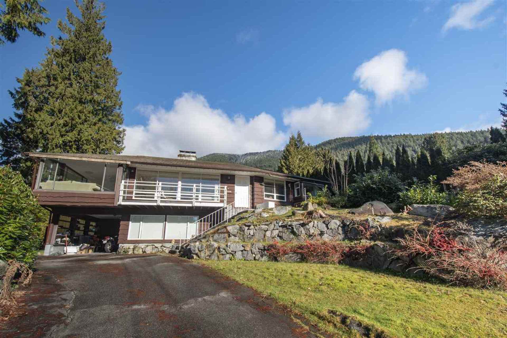 818 Clements Avenue, Canyon Heights NV, North Vancouver