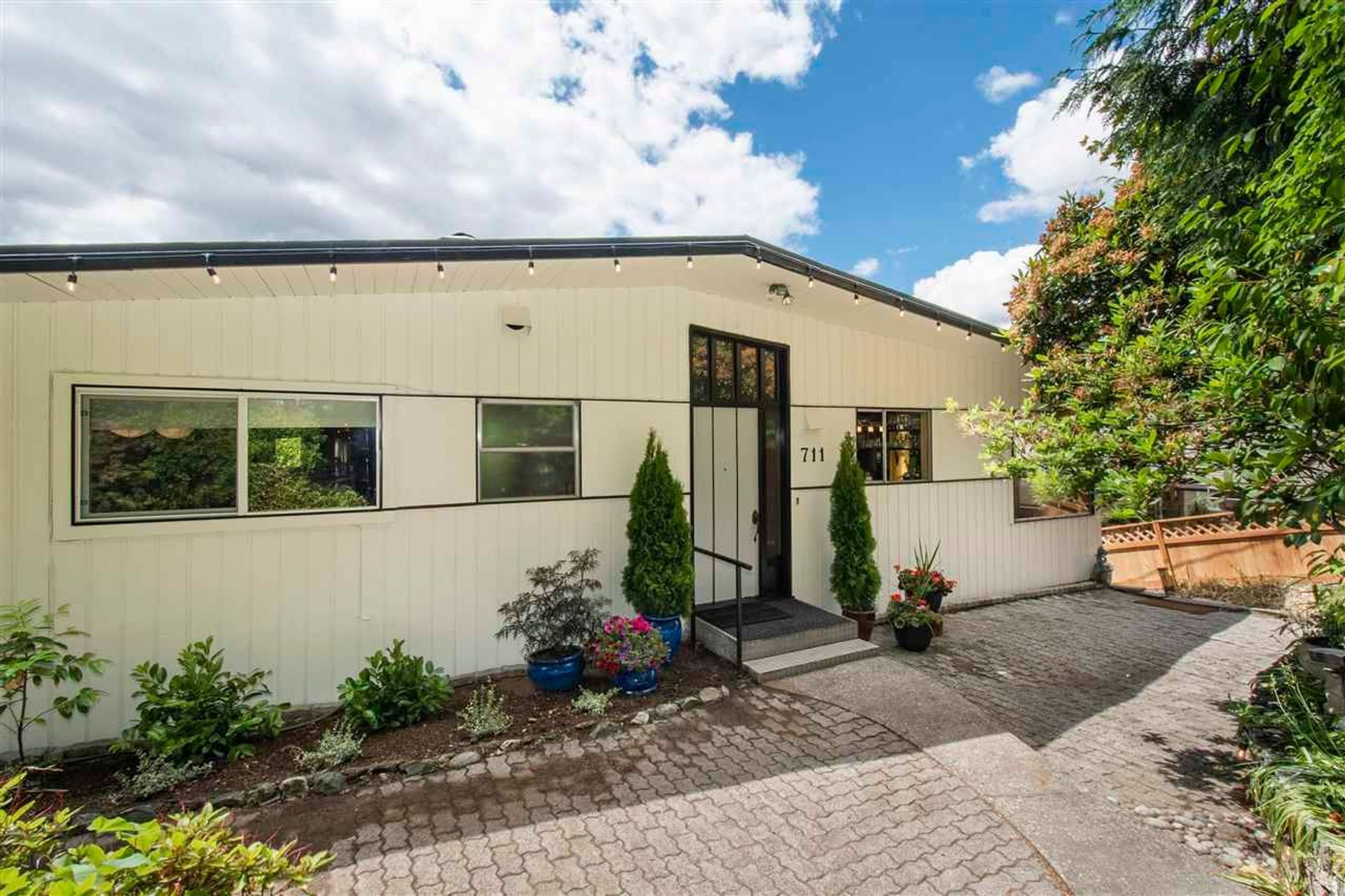711 Montroyal Boulevard, Canyon Heights NV, North Vancouver