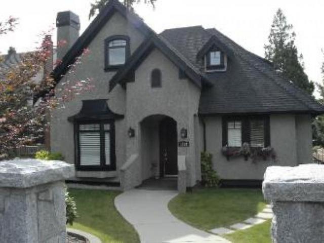 1136 Gordon Avenue, Ambleside, West Vancouver 2