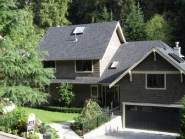 2220 Carmaria Court, Lynn Valley, North Vancouver 2
