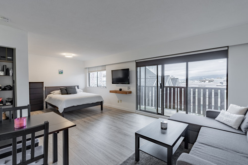 24 at 304 - 175 E 4th Street, Lower Lonsdale, North Vancouver
