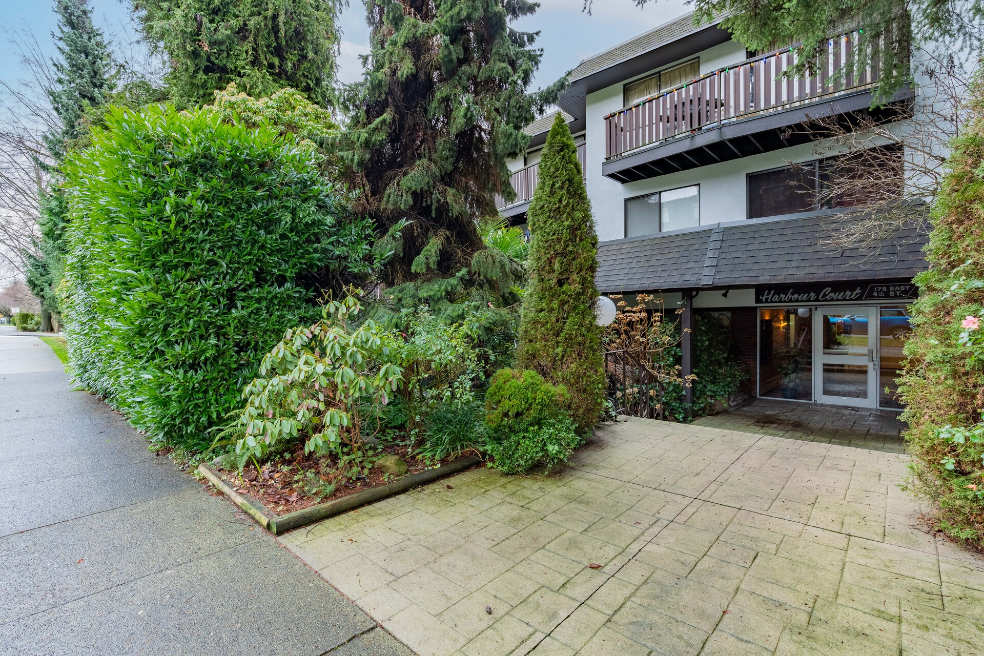 304 - 175 E 4th Street, Lower Lonsdale, North Vancouver 1