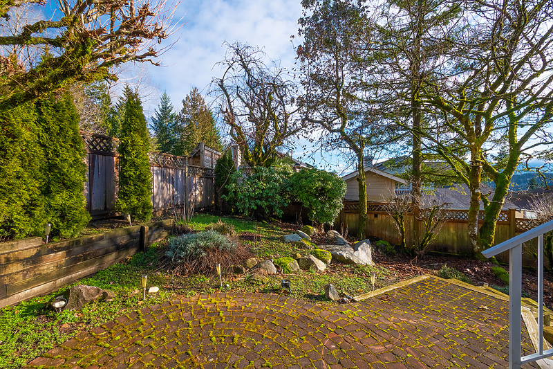 048 at 18 Parkwood Place, Heritage Mountain, Port Moody