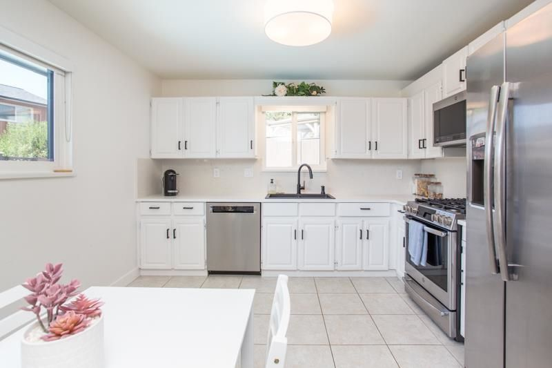 25d6af7f1bf62210097d3cbf46205358 at 5 Campion Court, Mountain Meadows, Port Moody