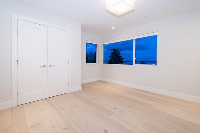046 at 4113 Bayridge Avenue, Bayridge, West Vancouver
