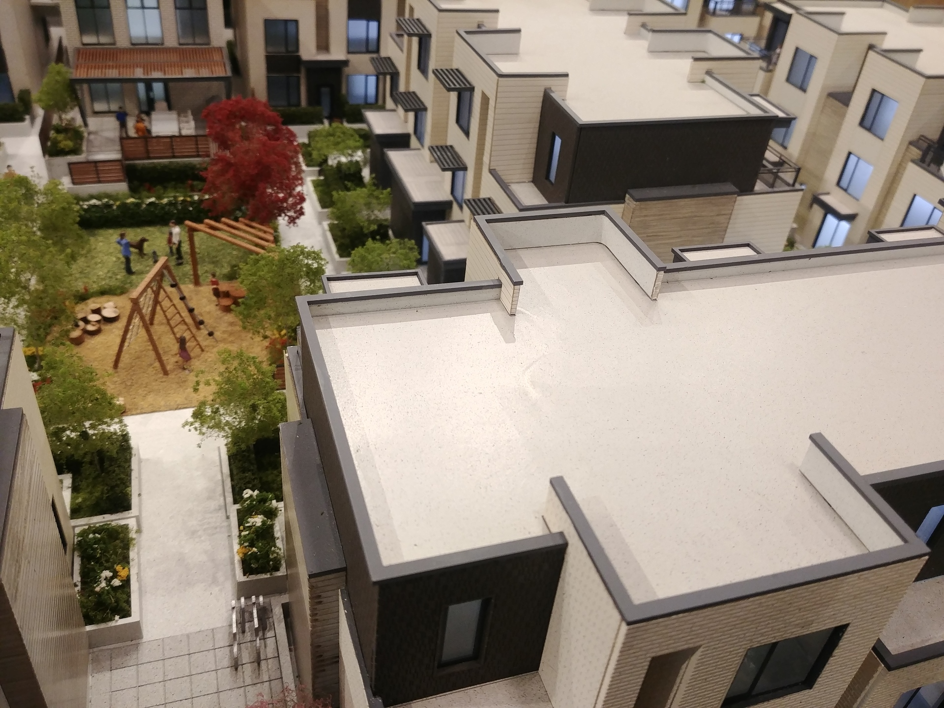 skagen-amenity-courtyard at Skagen townhomes (606 Foster Avenue, Coquitlam West, Coquitlam)