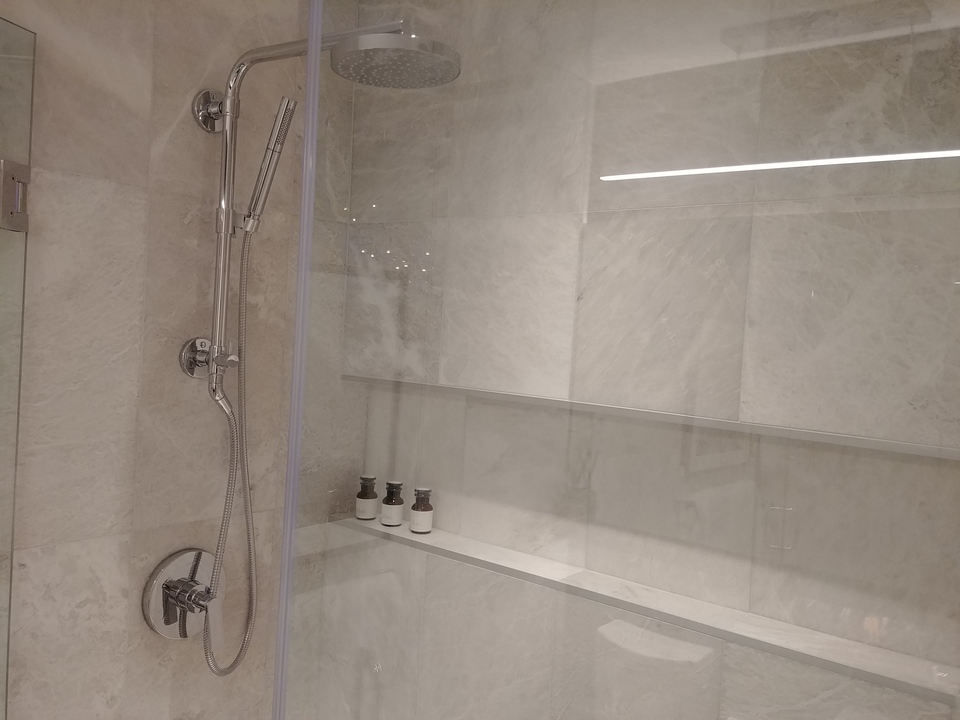 highline-display-ensuite-walk-in-shower at Highline (6811 Sussex Street, Metrotown, Burnaby South)