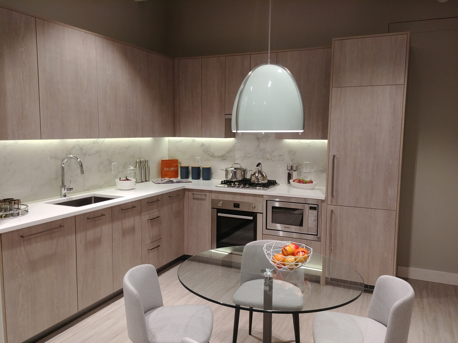 sun-towers-2-one-bed-kitchen-in-light-colour-scheme at Sun Towers 2 Metrotown (6380 Silver Avenue, Metrotown, Burnaby South)