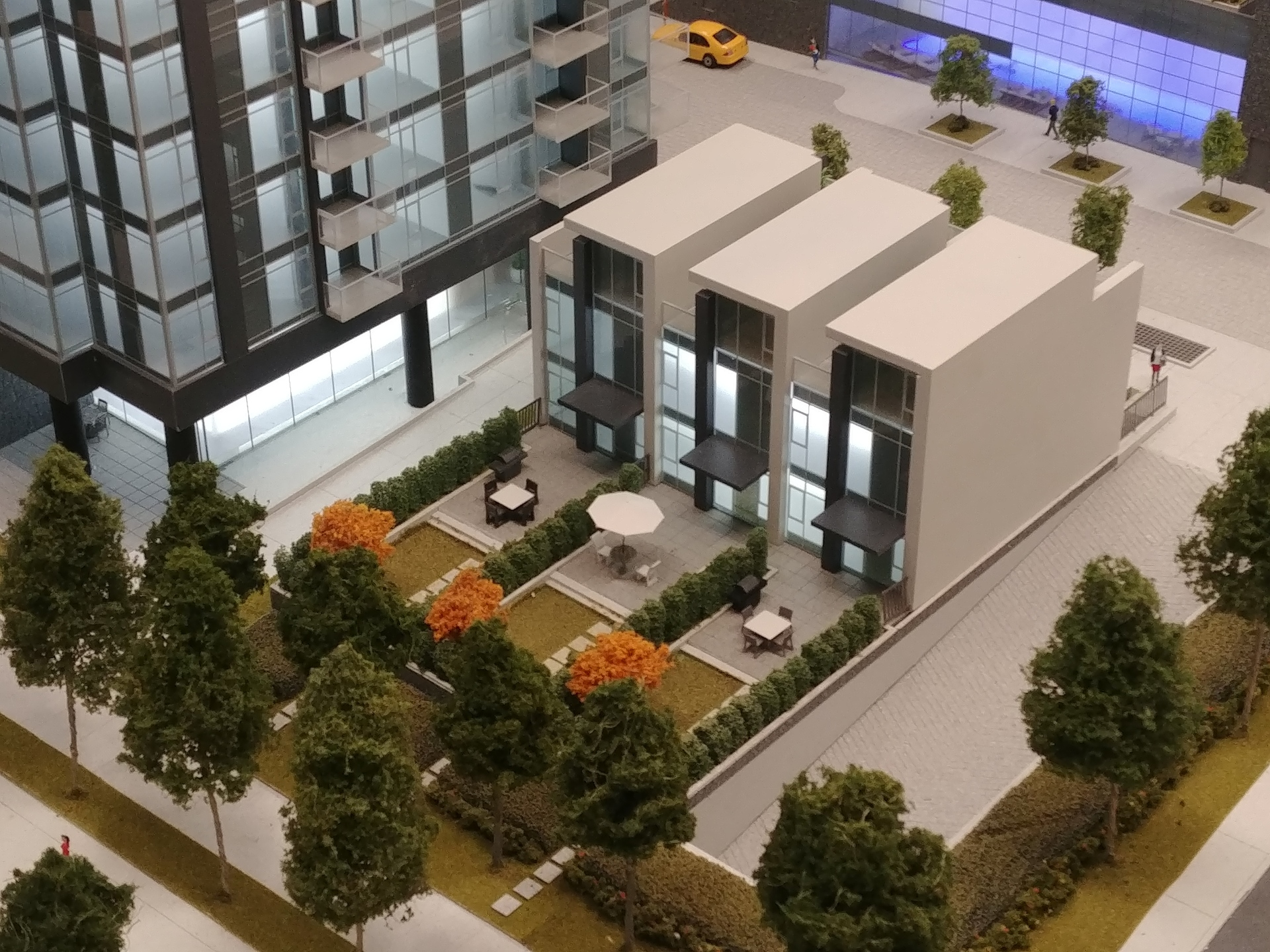 sun-towers-2-three-level-townhomes at Sun Towers 2 Metrotown (6380 Silver Avenue, Metrotown, Burnaby South)