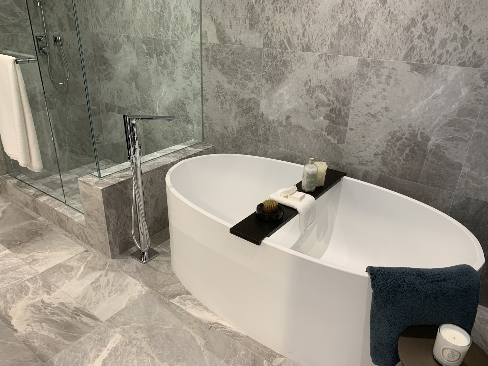 Tesoro ensuite freestanding Wetstyle tub at TESORO 1551 Quebec - The Creek Building 5 (1551 Quebec, False Creek, Vancouver West)