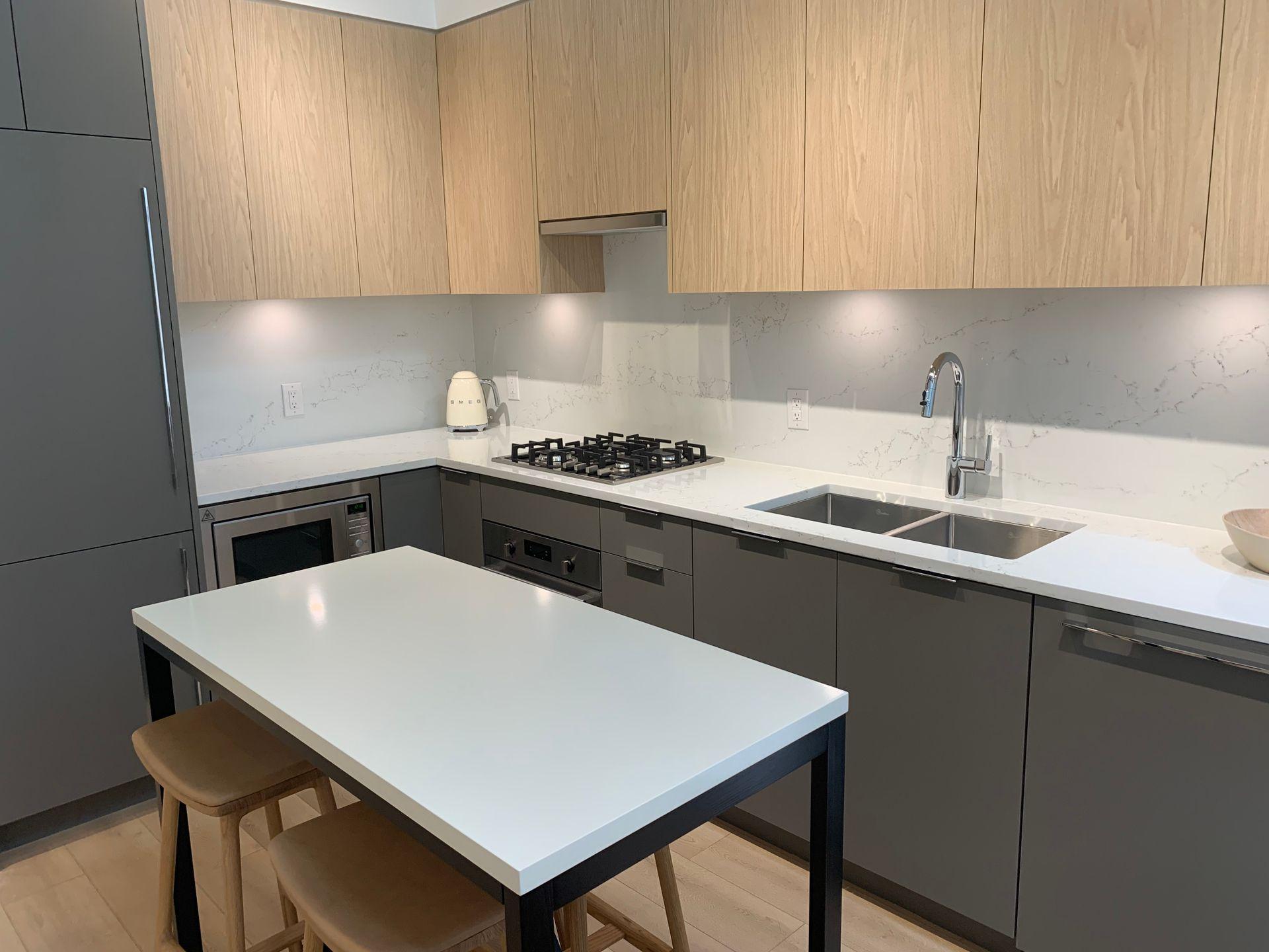 vue kitchen in oak scheme at Vue (638 Whiting Way, Coquitlam West, Coquitlam)
